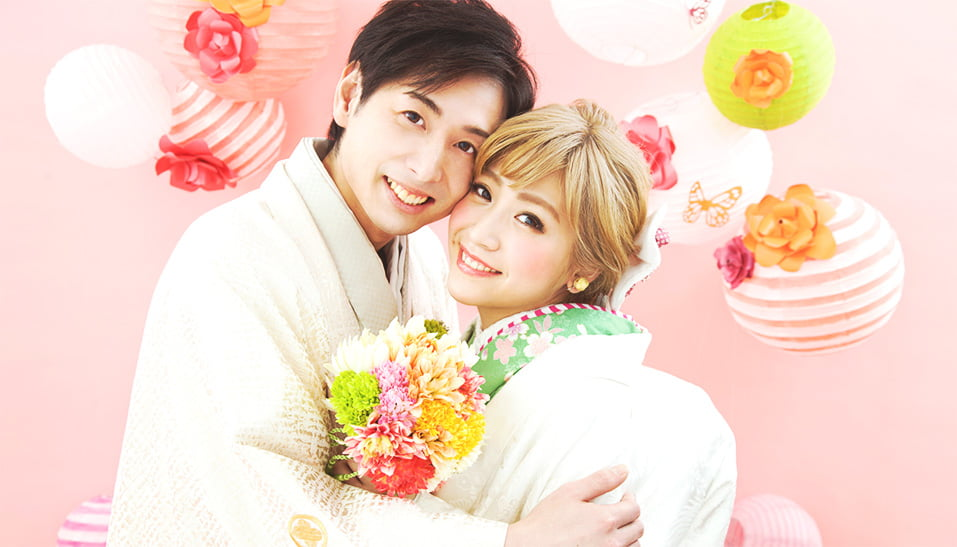 和装を着た結婚写真でテーマはSPRING