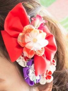 朱色と紫の和柄モチーフの髪飾り