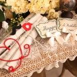 happy wedding可愛らしいウェディング小物(ハート、くちひげなど)の写真