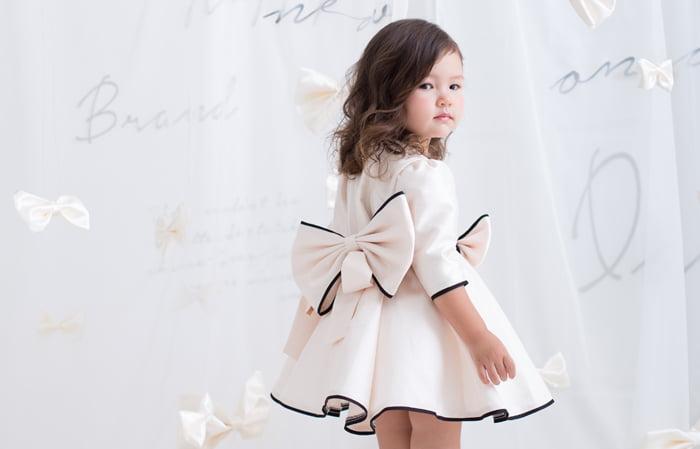 3歳女の子のドレスを着た七五三写真