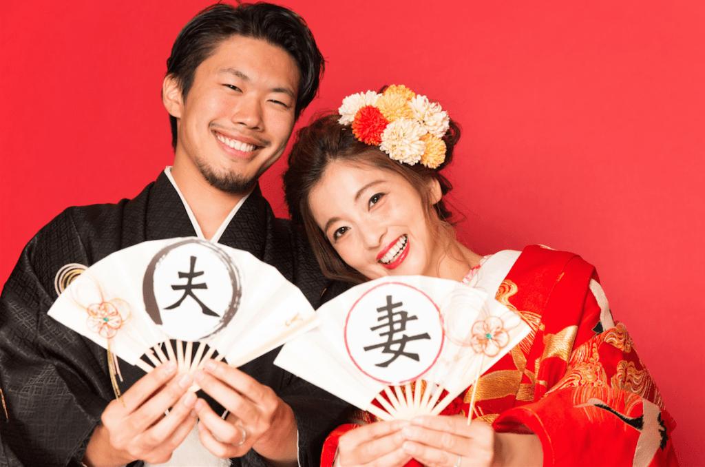 写真工房ぱれっと帯広店の夫妻扇を使用した和装結婚写真
