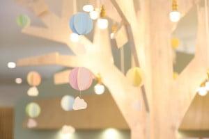 札幌西店のシンボルツリーが気球バージョンになりました!!