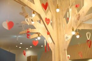 札幌西店のシンボルツリーがハートバージョンになりました!!