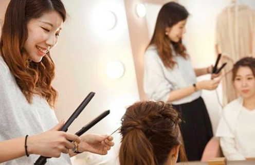 写真工房ぱれっとは技術と経験豊かなヘアメイクが常駐!
